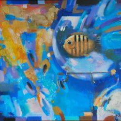 Аквариум. Золотая рыбка. Полосатая рыбка. Круглый аквариум. Декоративная рыбка