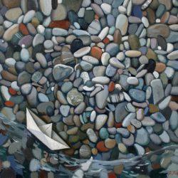 Бумажный кораблик. Декоративные камни. Чистая вода