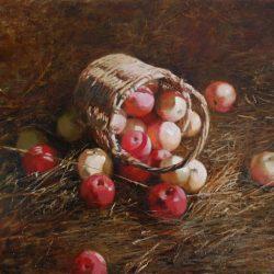 Плетеная корзина. Яблоки в корзине. Сено