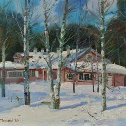 Весна. Березы. Снег тает. Красный деревянный дом. Снег а крыше