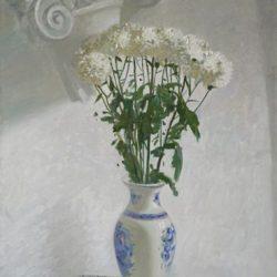 Белые хризантемы. Капитель. Полосатая ткань. Ваза гжель