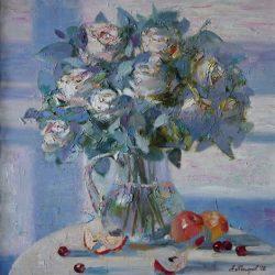 Букет белых роз в вазе. Красные яблоки. Ночной свет из окна. Белая ночь