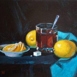 Чай с лимоном. Голубая ткань. Дольки лимона