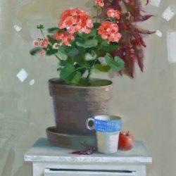 Цветок в горшке. Домашнее растение. Крепкий кофе. Красное яблоко. Белая тумба